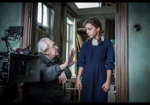 "Sur le plateau des ""Fleurs bleues"", Andrzej Wajada dirige Brosnislawa Zamachowska. DR"