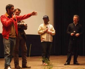 Responsable de la programmation, Denis Blum (à droite) monte aussi sur scène pour animer les rencontres. DR