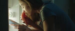 Justine (Garance Marillier) découvre le goût de la viande. DR
