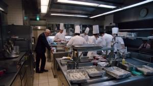 Alain Ducasse en cuisine. DR