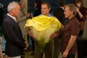Conrad (Udo Kier), Paul et Dusan (Christoph Waltz) autour d'une rose, grandeur nature. DR