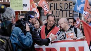 Les syndicalistes face aux médias. DR