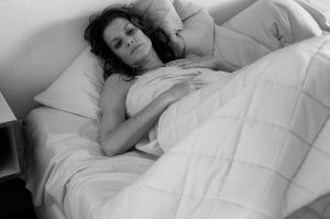 Réveil difficile pour Romy Schneider. DR