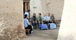 Rencontre avec des villageois... DR