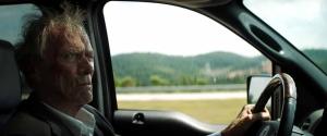 Earl Stone (Clint Eastwood) sur la route... DR