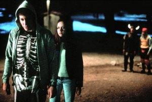Jake Gyllenhaal (à gauche) dans le rôle de Donnie Darko. DR