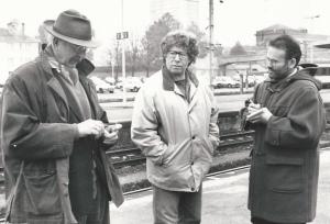 """Avec Jean-Pierre Marielle et Claude Miller, en novembre 1993, sur le tournage du """"Sourire"""" en gare de Mulhouse. DR"""
