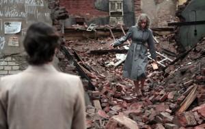 Nelly (Nina Hoss) dans les décombres de Berlin. DR