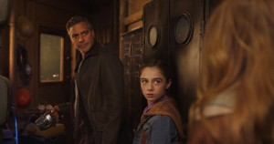 George Clooney et Raffey Cassidy. DR