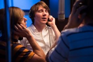Brian Wilson (Paul Dano) en studio.