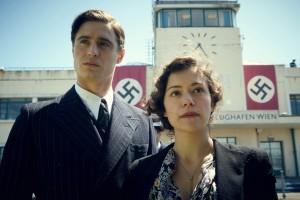 Maria et Fritz à l'heure nazie: Max Irons et Tatiana Maslany.