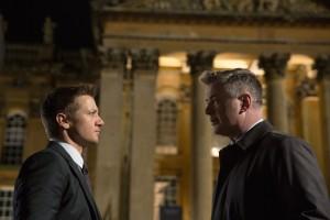Brandt (Jeremy Renner) et le directeur de la CIA (Alec Baldwin). DR