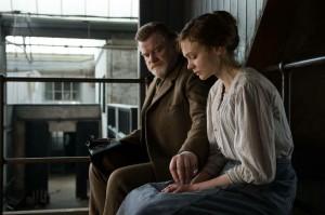Arthur Steed (Brendan Gleeson) et Maud Watts (Carey Mulligan). DR
