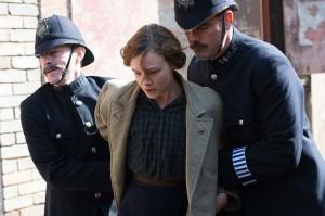 Maud Watts (Carey Mulligan) arrêtée par la police. DR