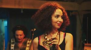 Baya Medhaffar incarne la jeune chanteuse Farah. DR