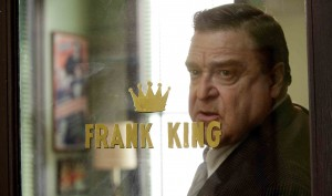 Frank King (John Goodman), tonitruant producteur de séries B. DR