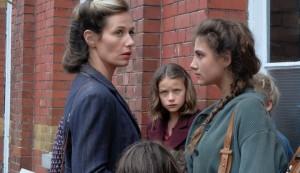 Madame Forman (Cécile de France) et les enfants. DR