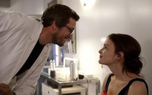 Le professeur Quignard (Guillaume Canet) et Christophine (Charlotte Le Bon)