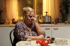 Carmina malheureuse dans sa cuisine. DR