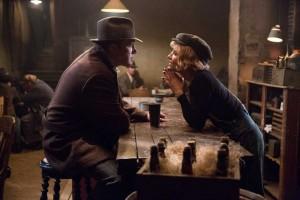 Joe et Emma Gould (Sienna Miller). DR