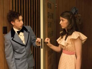 Elliott (Harrison Feldman) et Greta habillés pour la party. DR