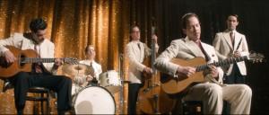 Django Reinhardt et son ensemble sur scène pendant l'Occupation.  DR