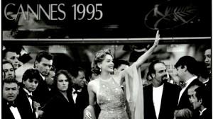 """Sharon Stone sur les marches du Palais pour la présentation de """"Mort ou vif"""" de Sam Raimi. DR"""