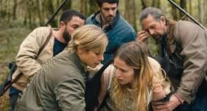 Christa Theret (au centre) incarne Coline qui se prend pour un ours. DR