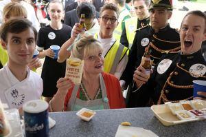 Cathy Tuche (Isabelle Nanty) championne du monde des frites. DR