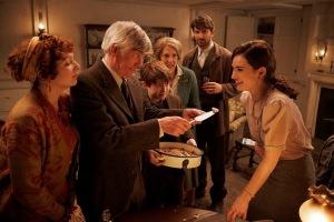 Eben Ramsey (Tom Courtenay) et Juliet autour d'une tourte... DR