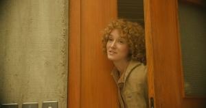 Fiona (Anaïs Demoustier) s'inquiète pour son mari. DR