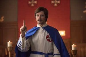 "Topher Grace incarne le ""grand wizard"" David Duke. DR"