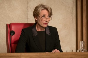 Emma Thompson incarne le juge Fiona Maye. DR