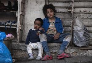 Zain et la petite Yonas (Treasure Bankolé). DR