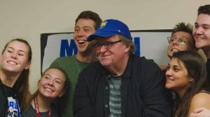 Michael Moore et de jeunes Américains en colère. DR