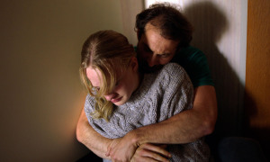Lara (Victor Polster) et son père (Arieh Worthalter). DR