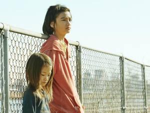 "Juri (Sasaki Miyu) et Shota, son ""grand frère"" (Jyo Kairi). DR"