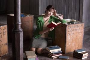Florence Green (Emily Mortimer) dans sa librairie.