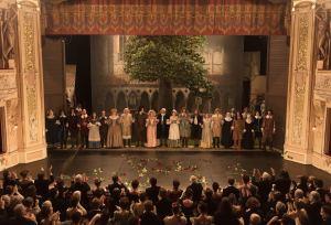"""Une interminable standing ovation a salué la première de """"Cyrano"""". DR"""