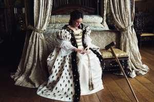 Olivia Colman incarne une reine Anne fragile et souffrante. DR
