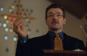 Le réalisateur Joel Edgerton  incarne Victor Sykes, le responsable de Love in Action. DR