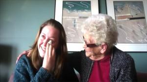 Loren et sa grand-mère. DR