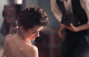 Marie (Noémie Merlant) face à l'objectif de Pierre. DR