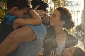 Orna avec Ofer (Oshri Cohen) et ses enfants. DR