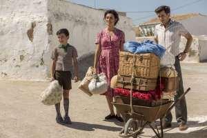 Le jeune Salvador avec sa mère (Penélope Cruz) et son père. DR