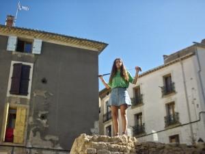 Nina attend Morad dans le centre-ville de Béziers. DR