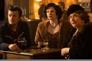 Fred (Tom Bennett), Sheila (Bryce Dallas Howard) et Ivy (Gemma Jones). DR