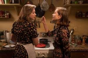 Frances (Chloë Grace Moretz) et Greta (Isabelle Huppert). DR