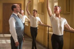 """""""Noureev"""": Pushkin (Ralph Fiennes) et ses élèves. DR"""