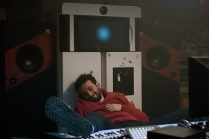 """""""Yves"""": Jérem endormi auprès de son frigo... DR"""